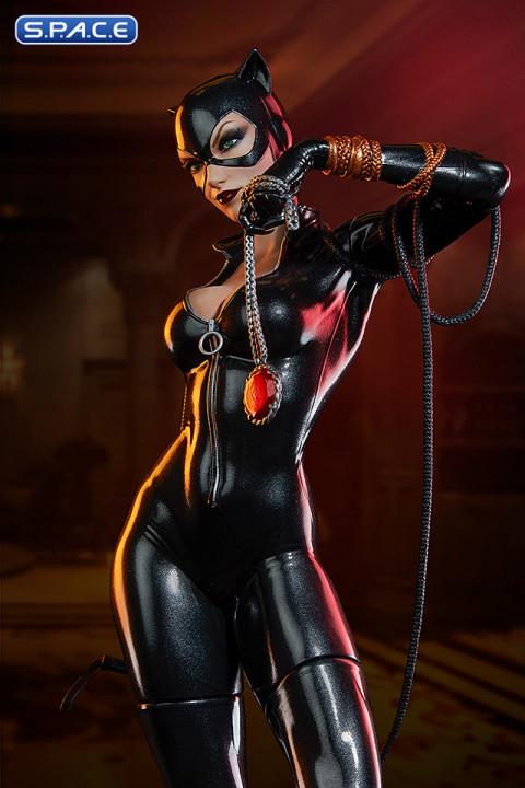 Catwoman Premium Format Figure (DC Comics)