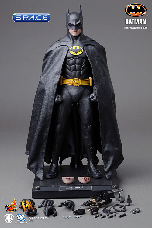Batman spielt Actionfiguren