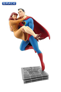 Superman Rescues Lois Lane Statue (DC Comics)