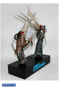 1:1 Scale Scissorhands Prop Replica (Edward Scissorhands)