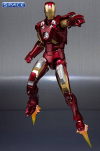 S.H.Figuarts Iron Man Mark VII & Hall of Armor Set (Iron Man 3)